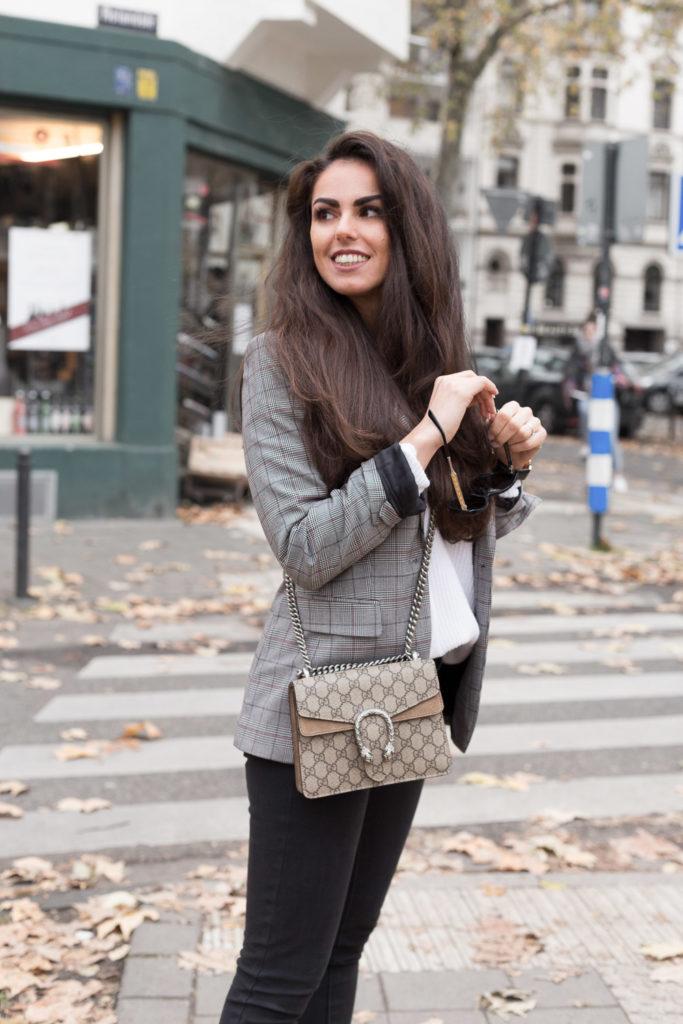 Tasche Mieten Gucci Dionysus braun Herbstoutfit neutral look grau Rebecca Garcia