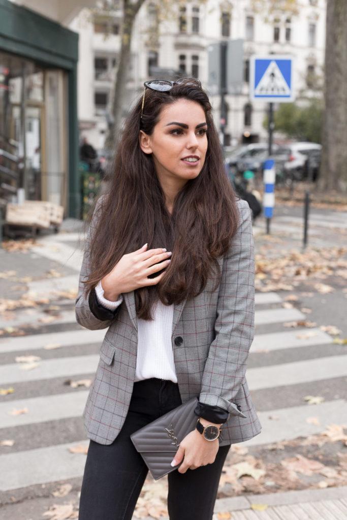 Handtasche Tasche Mieten YSL Saint Laurent Herbstoutfit neutral look grau Rebecca Garcia