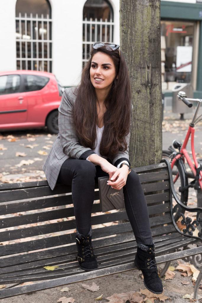 Handtasche Tasche Mieten YSL Saint Laurent Herbstoutfit blazer look grau Rebecca Garcia