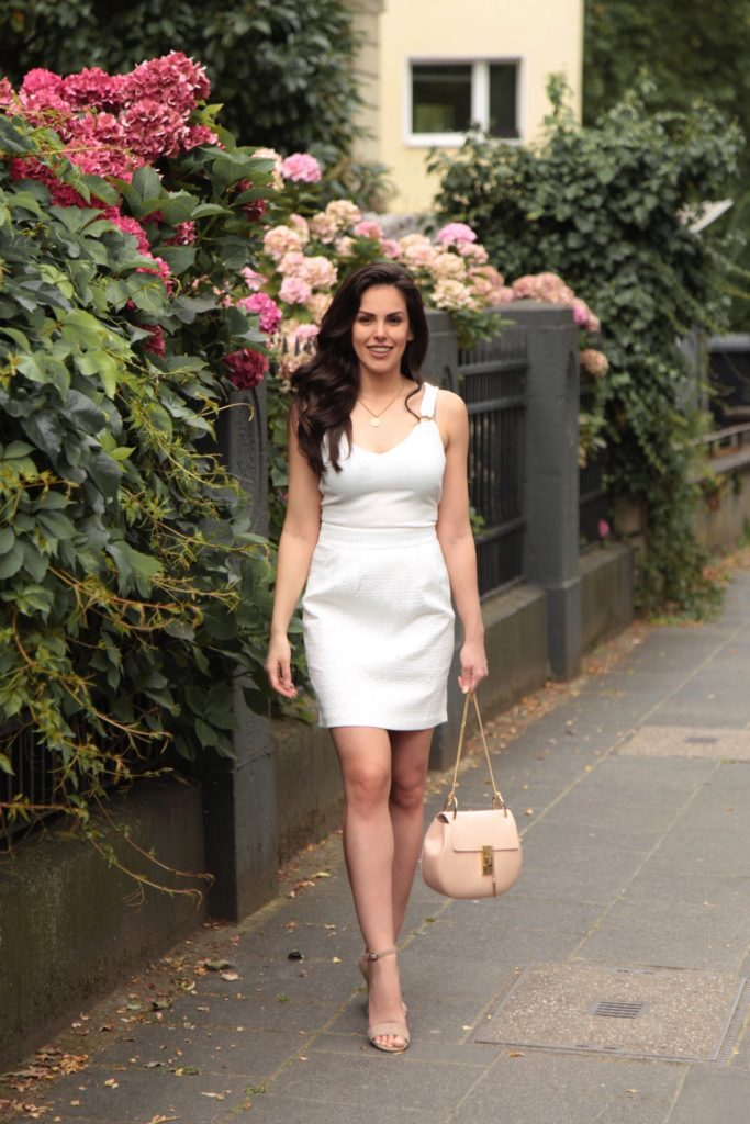 Sommer-Outfit Inspo weiß Chloe Bag Chloe Tasche all white look